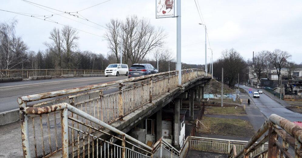 Закрытие Деглавского моста обходится Rigas satiksme в 5 тыс. евро ежедневно