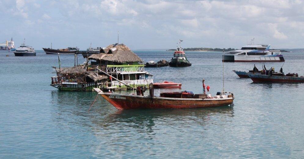 В Танзании спасатели вытащили на берег тела 200 погибших в результате крушения парома