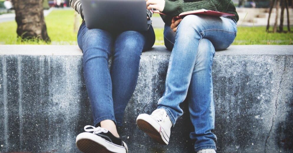 Численность молодежи в Латвии за 10 лет уменьшилась почти в два раза