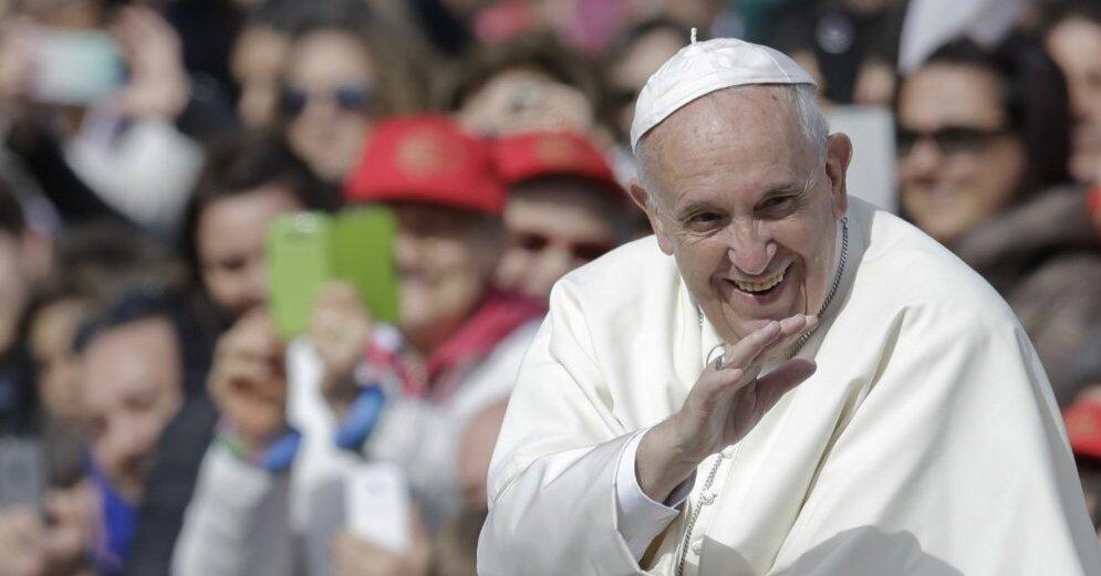 Артур Абрахам в Ватикане подарил именные боксерские перчатки Папе Римскому Франциску: видео