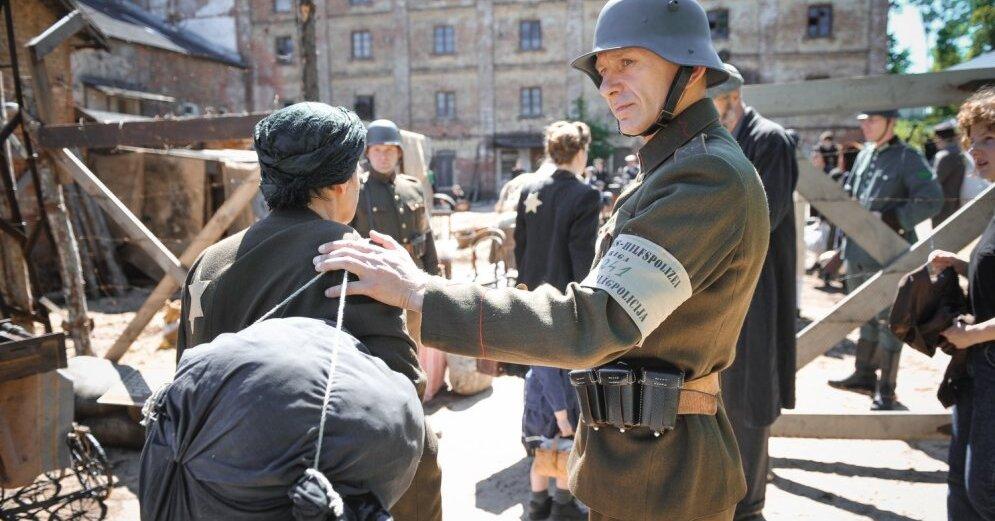 Foto: Rīgā top filma 'Puika ar suni' par ebreju glābēju Žani Lipki - DELFI.lv