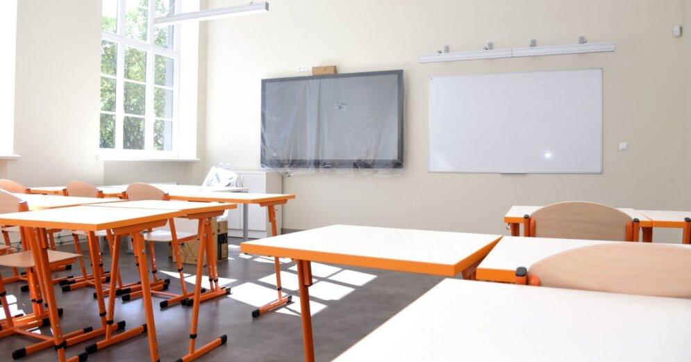 Правительство массово закрывает сельские школы