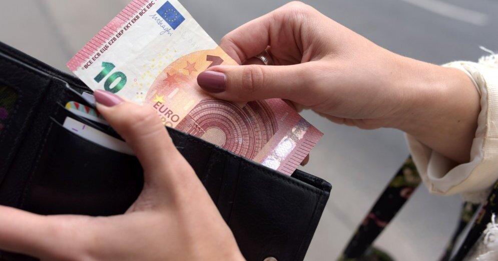 Зарплату до 450 евро после уплаты налогов в прошлом году получали 25,8% работающих