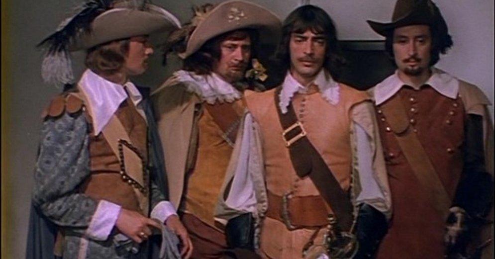 Отчаянный юноша дартаньян объединяется с тремя бывалыми мушкетерами