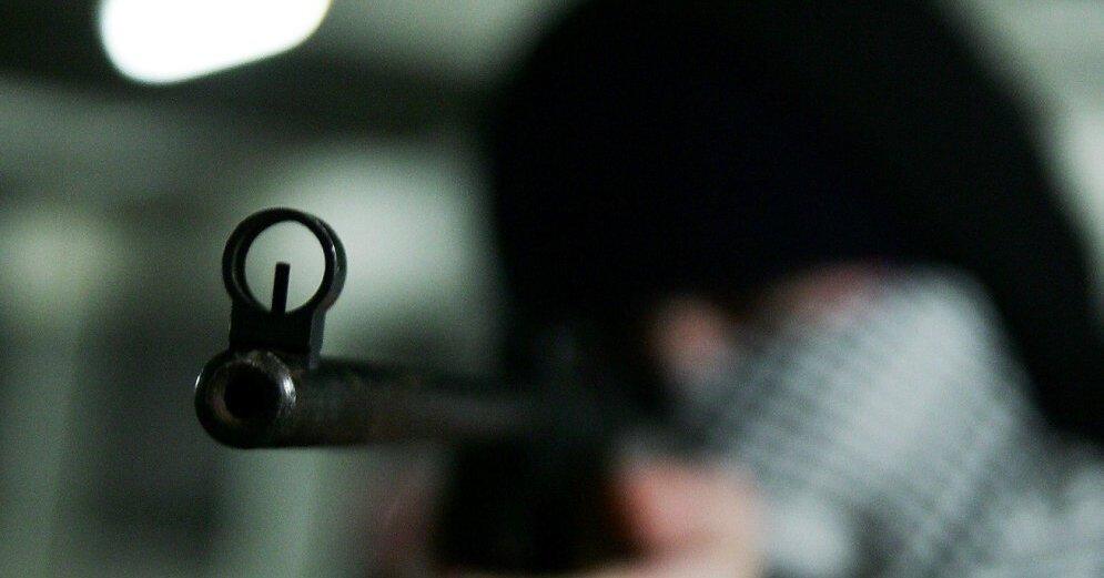 У мужчины, подозреваемого в стрельбе по домам в Иманте, нашли целый арсенал оружия