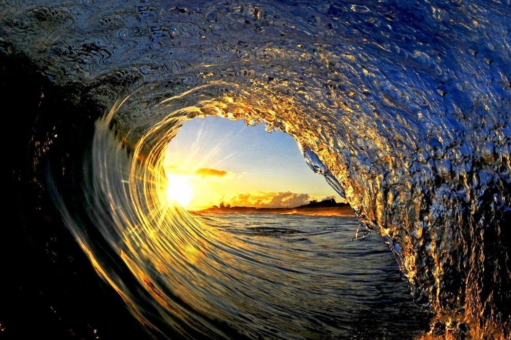 Невероятные фотографии океанских волн — изнутри