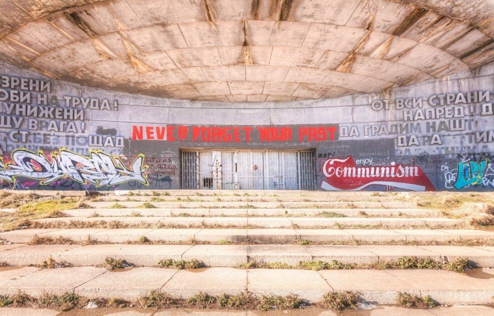 НЛО или призрак коммунизма? Девять фото руин дома-памятника на горе Бузлуджа