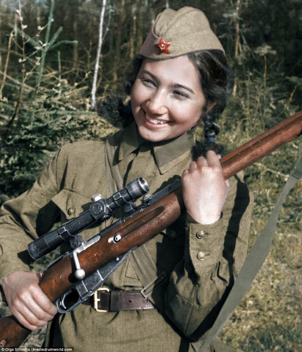 """""""Леди смерть"""" и другие. 13 талантливо раскрашенных фото советских женщин-снайперов"""