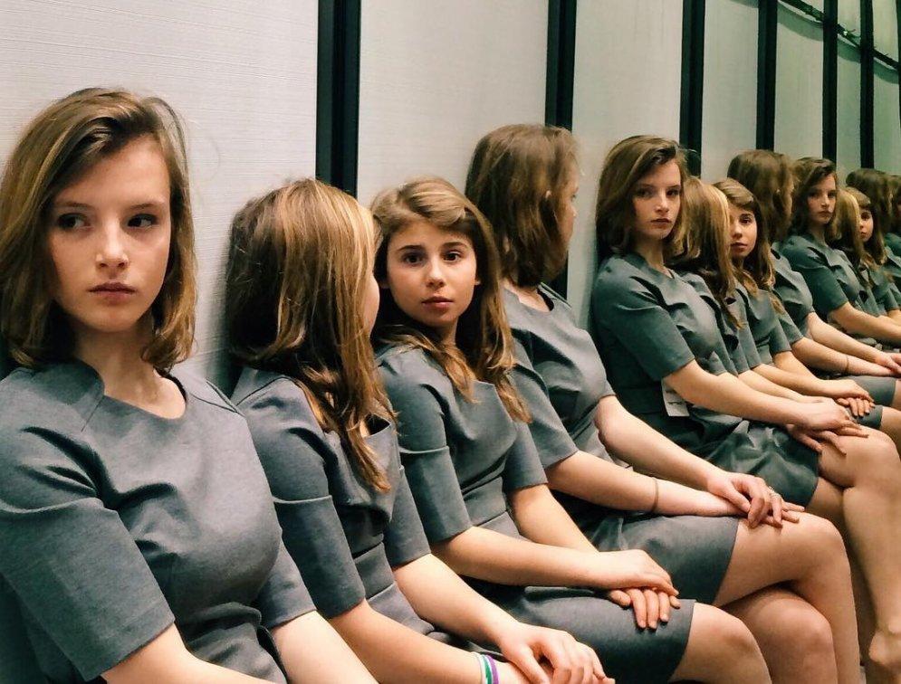 Очередная фотографическая иллюзия: сколько девочек на этой фотографии?