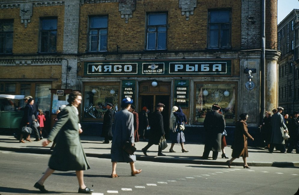 12 уникальных цветных фото улиц и людей в СССР, сделанных майором армии США в 1950-х