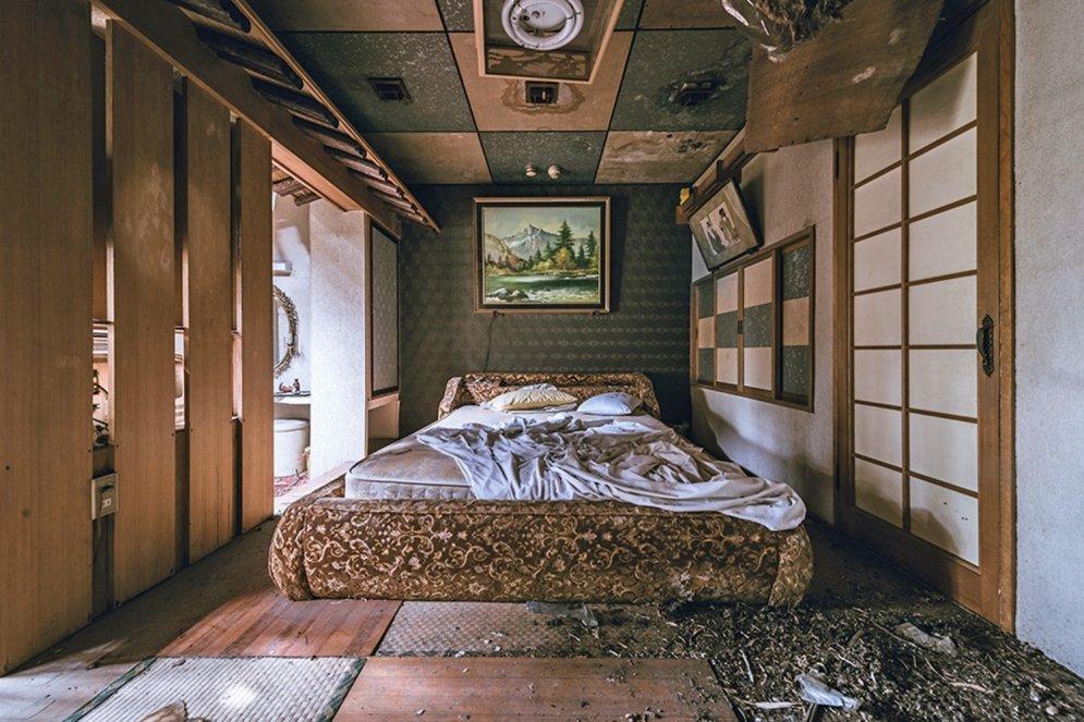 No slepenas mīlas ligzdiņas apsēstā rēgā: kāda Japānas moteļa stāsts