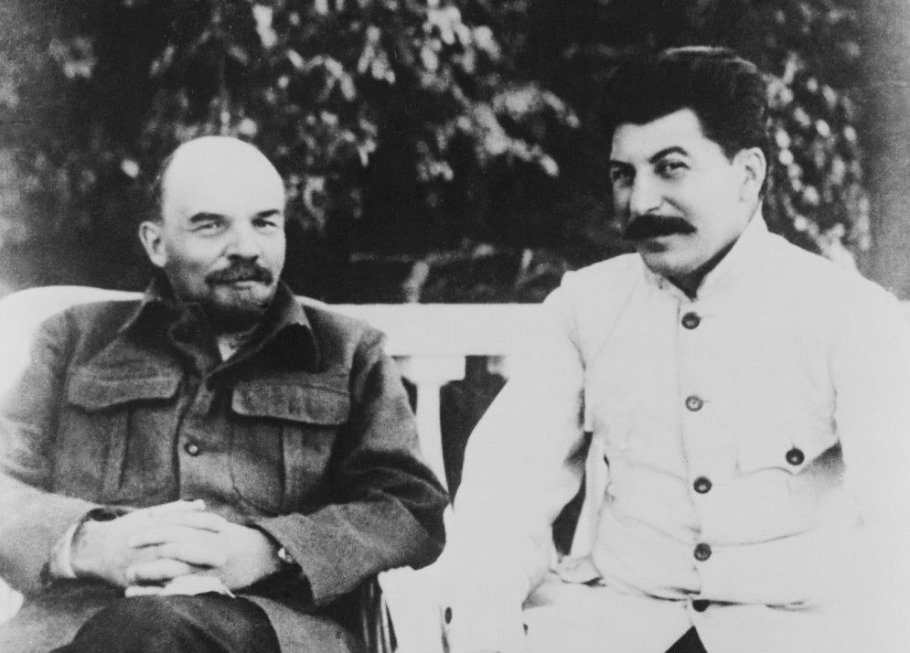 Unikāli arhīva foto ar 'revolūcijas tēvu' Vladimiru Ļeņinu