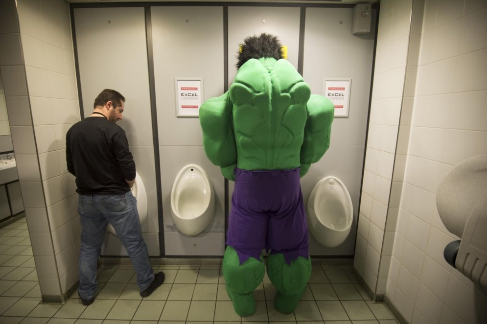 Kamielis dzer alu, Halks tualetē, trīnīši bandīti – nedēļas skaistākās bildes