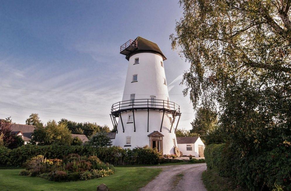 Daudzu latviešu sapnis – piecstāvu māja no vecām dzirnavām