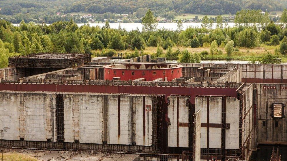 Gandrīz tikpat skarbi kā Černobiļā: pamesta atomstacija Polijā