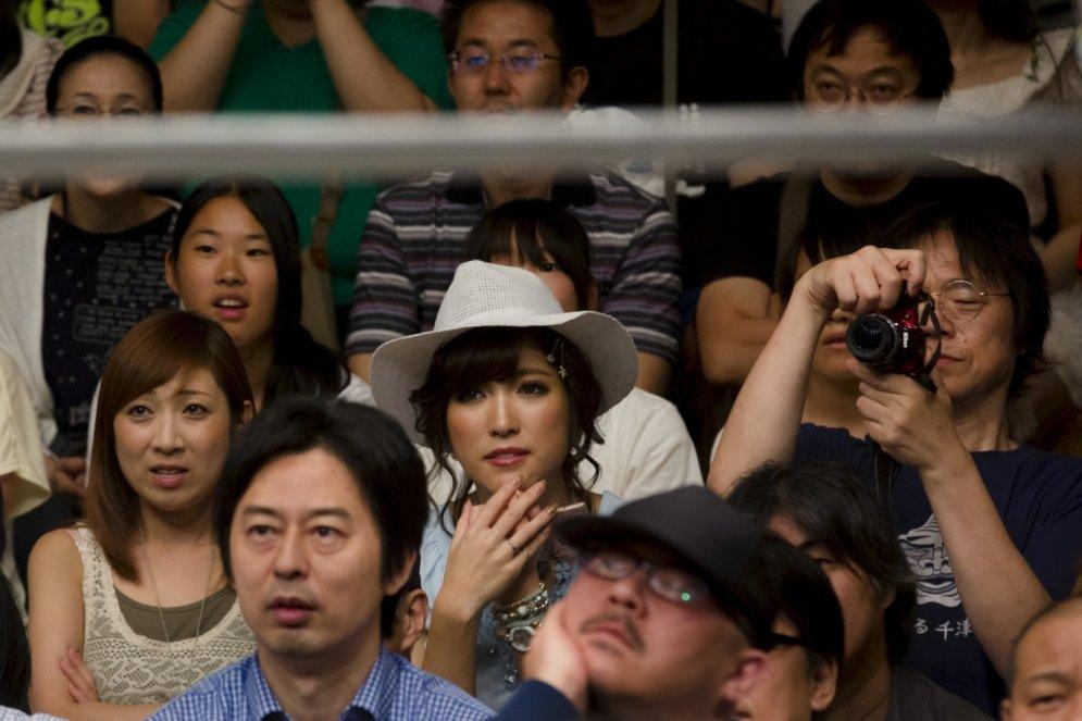 Japānietes grupveidā izkaujas, lai noskaidrotu, kura ir varenāka feministe